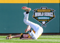 Georgia center fielder Bo Walker makes a diving catch during the United States Championship at the Little League World Series in South Williamsport, Pa. Hawaii defeated Georgia 3-0.