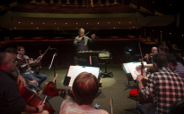 """Conductor Maximiliano Valdés leads a practice of the Spanish opera """"The Brief Life"""" by composer Manuel de Falla and parts of Symphony 3 by Gustav Mahler."""