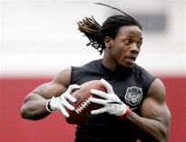 Former Wisconsin running back Melvin Gordon performs a receiving drill during Wisconsin's Pro Day event Wednesday, March 11, 2015, in Madison, Wis. The event offers players the chance to showcase their talents for scouts and executives from the NHL ahead of the league's upcoming draft. (AP Photo/Wisconsin State Journal, John Hart)
